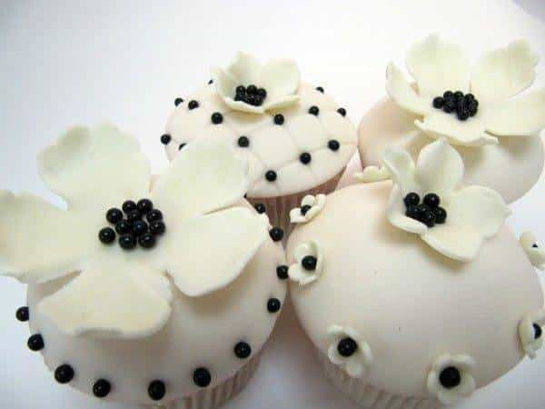 Black and white Fondant wedding cupcakes