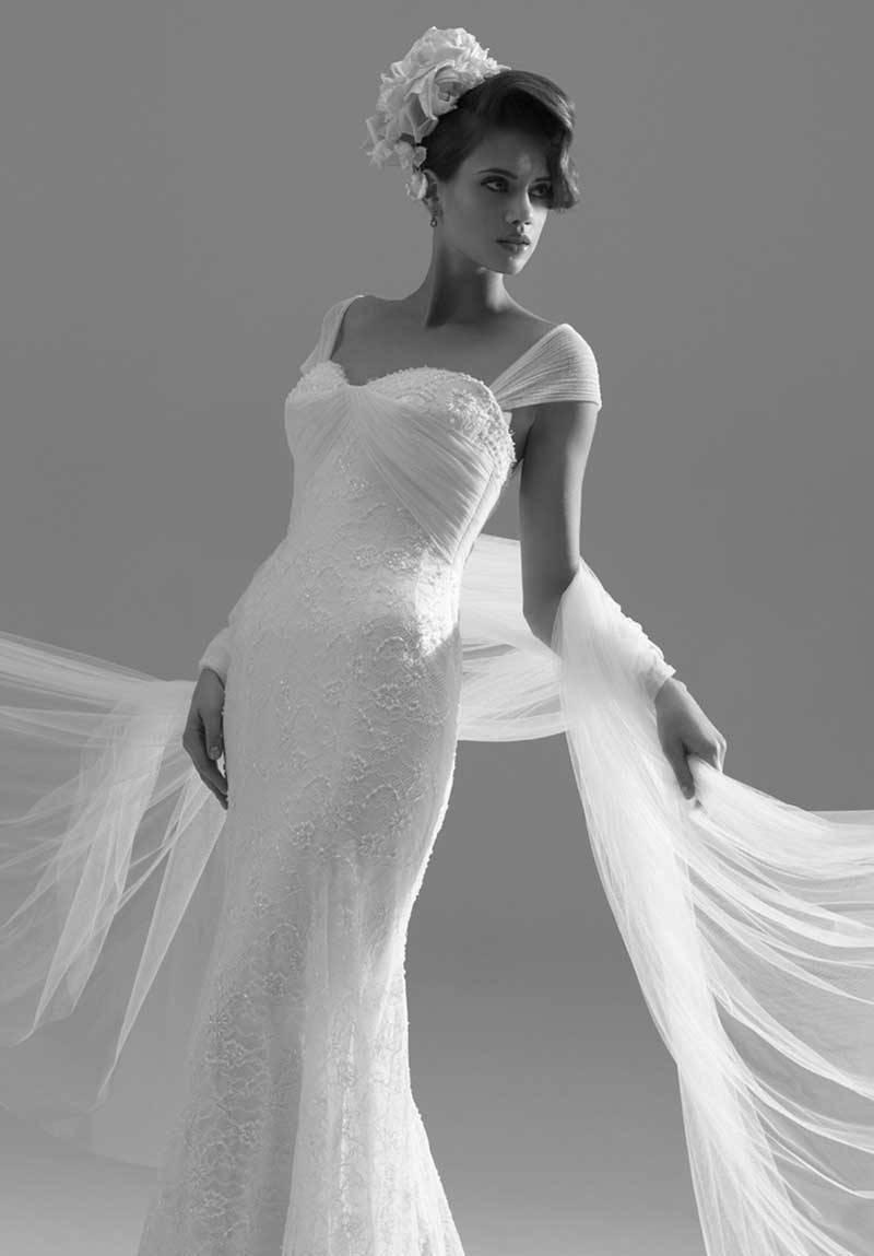 Sassi Holford Wins British Bridal Designer Of The Year