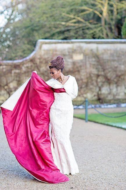 Blenheim Palace - bride outside