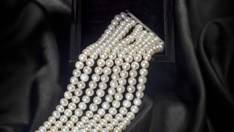 Luxurious Pearls