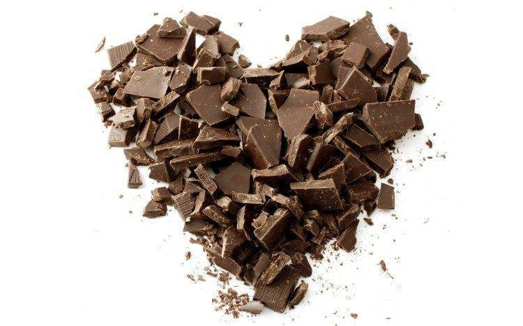 chocolate-pieces-shaped-as-a-heart-8589-750x468