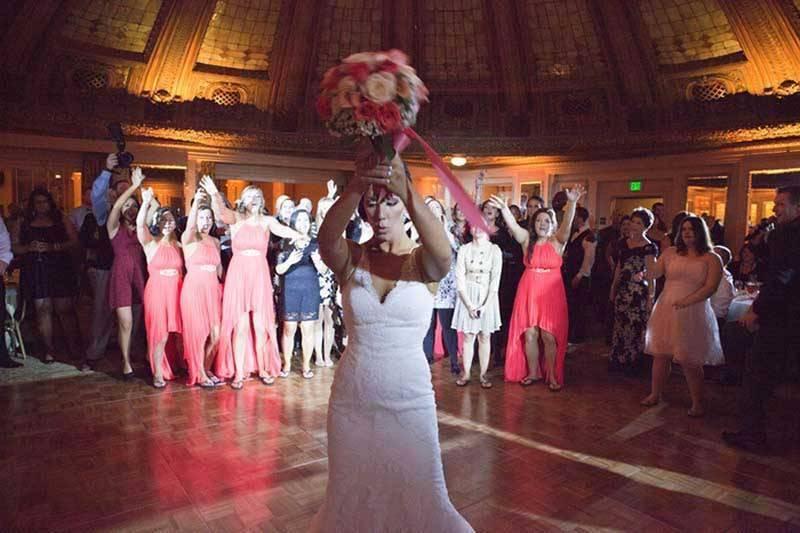 4cbdf5a8 c5c3 4d9b 9a42 74aaf75d2f61 - A Winter Wedding In Washington With A Hawaiian Twist