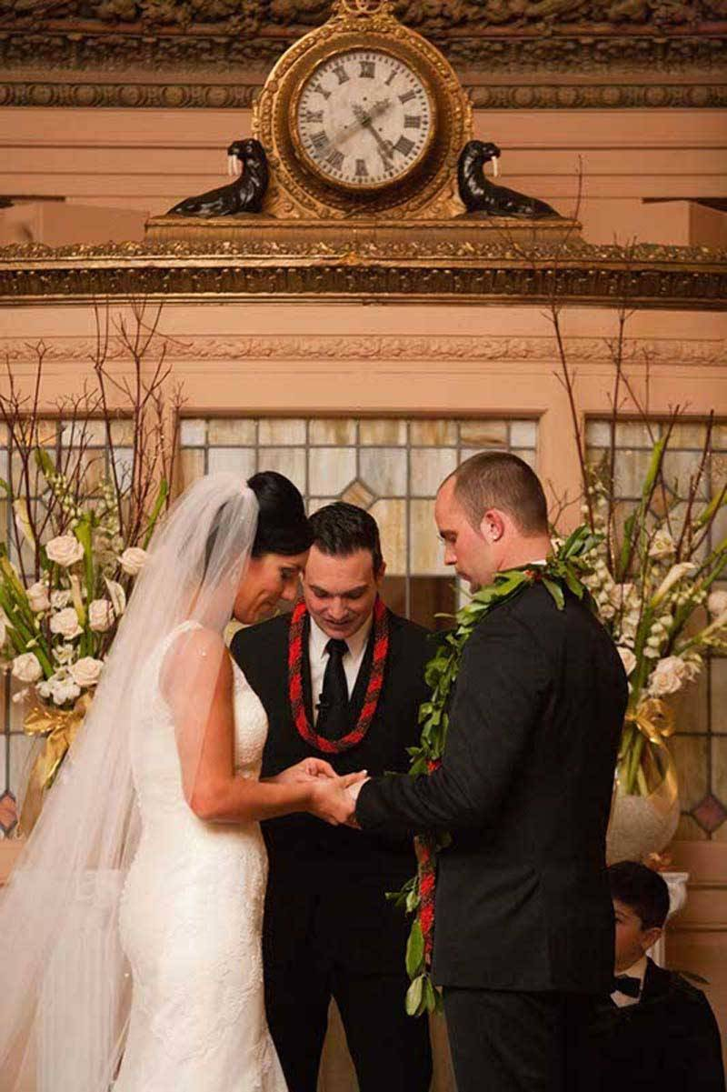 572529cb 2e13 482d b221 134848e29201 - A Winter Wedding In Washington With A Hawaiian Twist