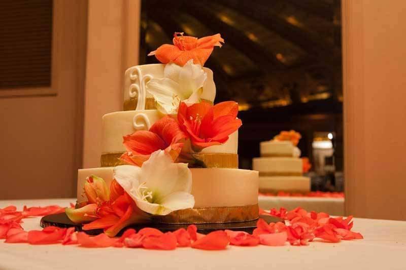 f69413fe 87ca 4859 9ffc 05df70f210a0 - A Winter Wedding In Washington With A Hawaiian Twist