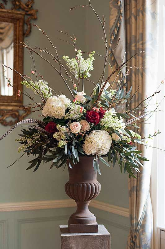 Arrangement by Blue Sky Flowers (Photo credit Fiona Kelly)