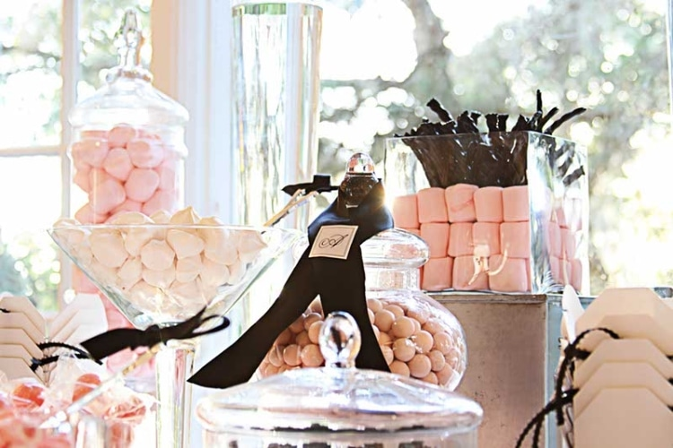 Pink and White Sweet table