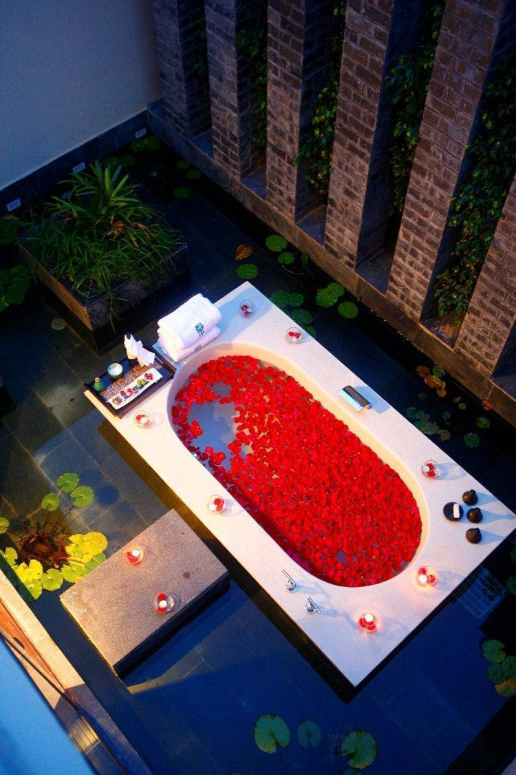Banyan Tree Sanya - Outdoor Bathtube