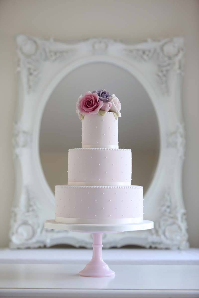 edafe361 0797 47b7 9b8f 757c6037e050 - Wedding Cake Trends For 2015