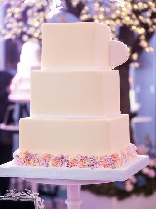 f3525b946619e0e14ea542e20e751bd69ae8cd62 - Seasons of Sugar: Brand New 2016 Cake Collection Unveiled by GC Couture