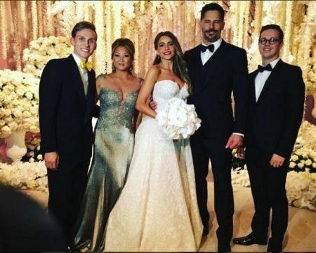 Sofia-Vergara-wedding-Nov-2015-group-shot-450x361