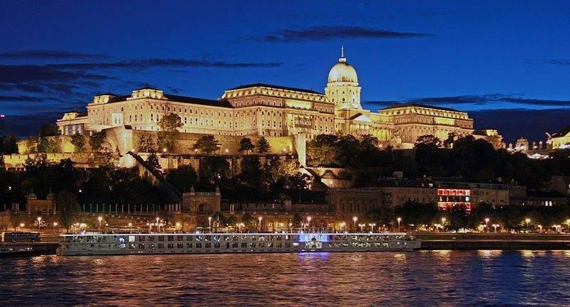 Budapest-past-Castle-Hill - wikipedia - River Beatrice