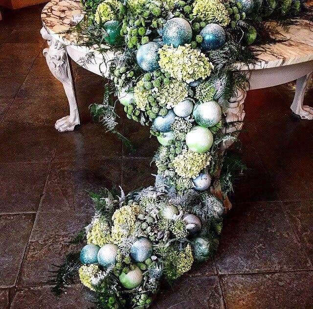 Trailing Table Centre With Balloons