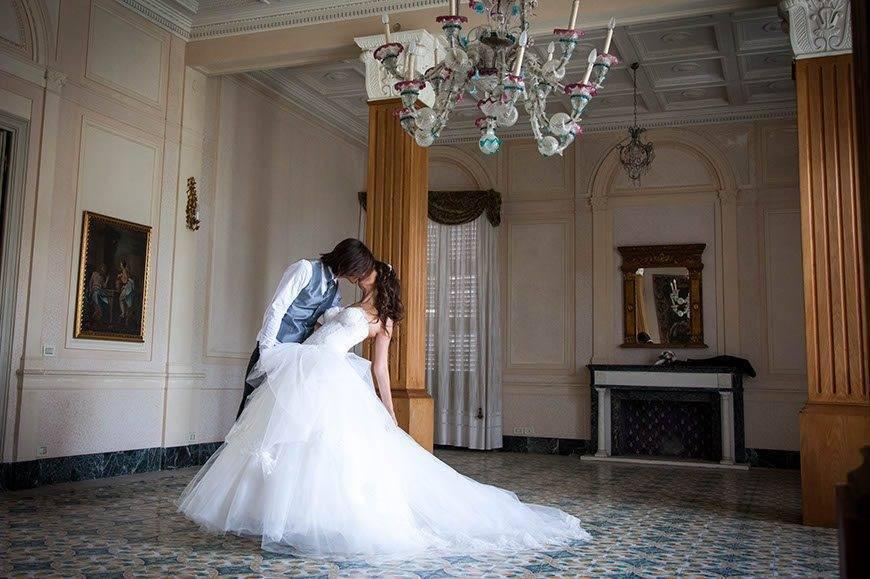 Indoor wedding couple picture - Top 5 Wedding Venues In Romagna Italy