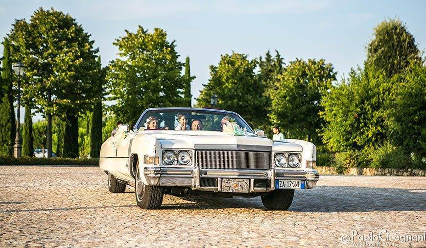 Private-Villa-for-a-Luxurious-Italian-Wedding-Couples-arrival-on-vintage-car