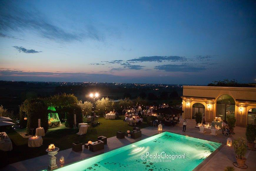 Private-Villa-for-a-Luxurious-Italian-Wedding-Outdoor-pool-by-night