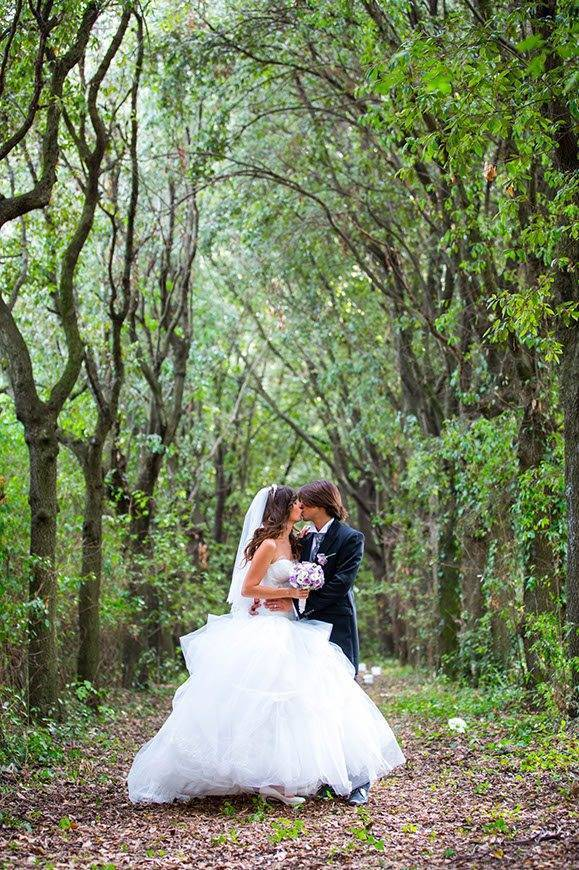 Romantic-Wedding-couple-in-the-wood-