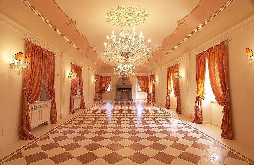 Stunning historical room for couples photo shoot - Top 5 Wedding Venues In Romagna Italy