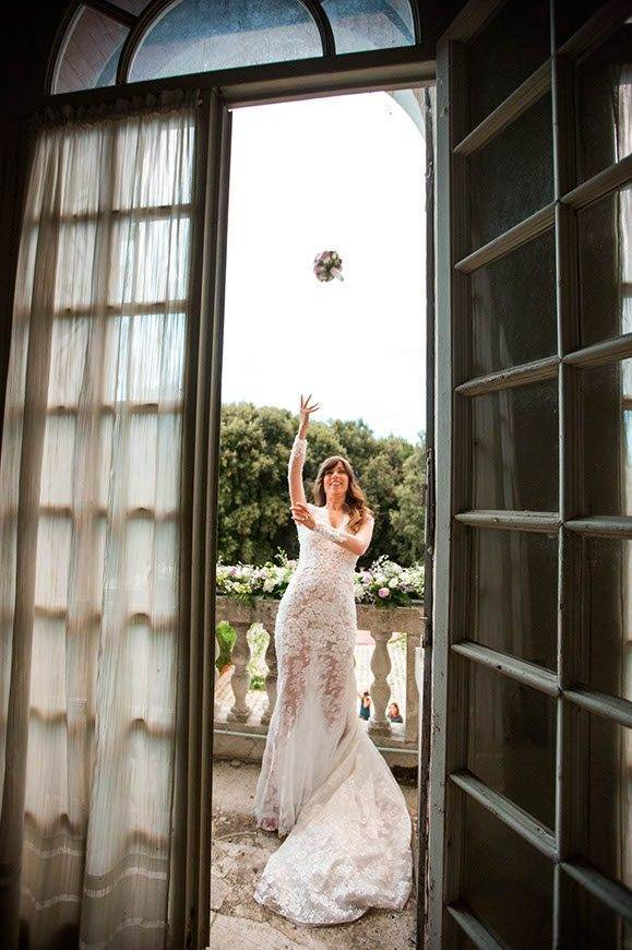 Very beautiful bride throwing her bouquet - Top 5 Wedding Venues In Romagna Italy