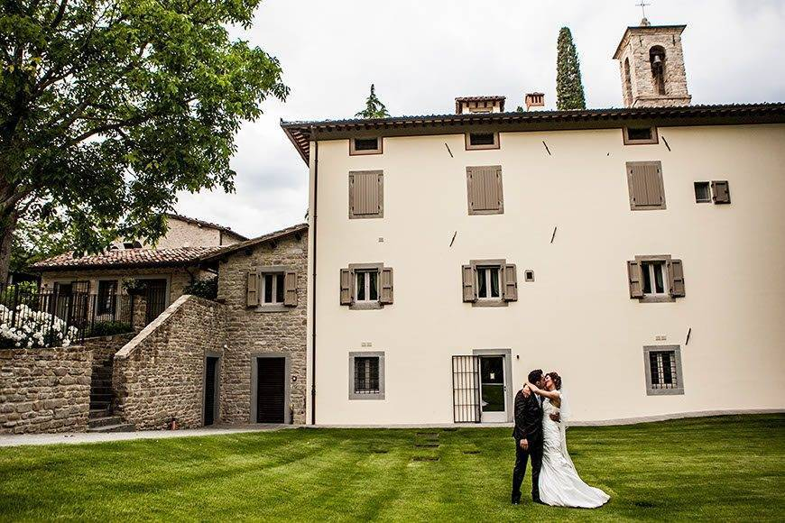 couple in front of the Villa - Top 5 Wedding Venues In Romagna Italy