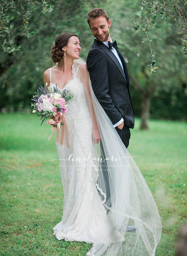 Jodi and Arjen chose a romantic spot in Tuscany to get married surrounded by olive groves and lush fields.