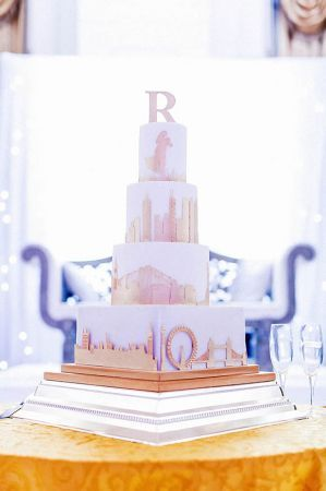 Skyline-Love-Story-Wedding-Cake