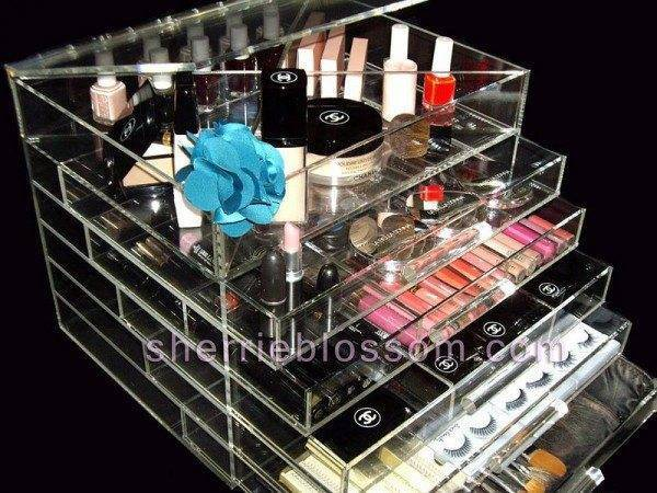 Kardashian Acrylic Icebox Makeup