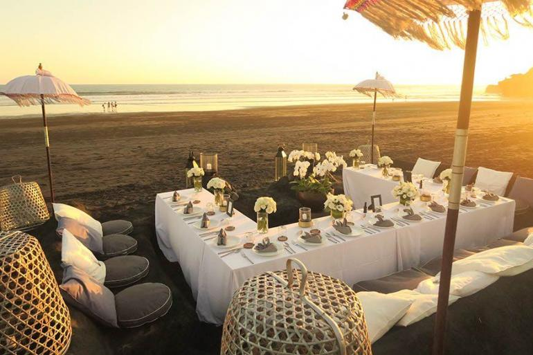 Contemporary Black Beach Weddings At Alila Villas Soori
