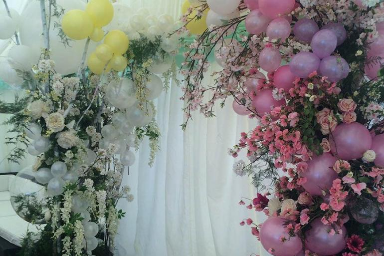 Blow Wedding Guests Away With Balloon Décor