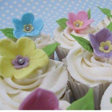 Exquisitely decorated wedding cupcakes