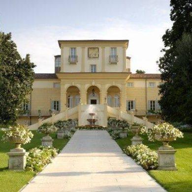 Have a luxury romantic honeymoon by Escapio