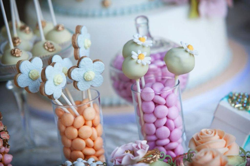 Modern And Traditional Wedding Favours