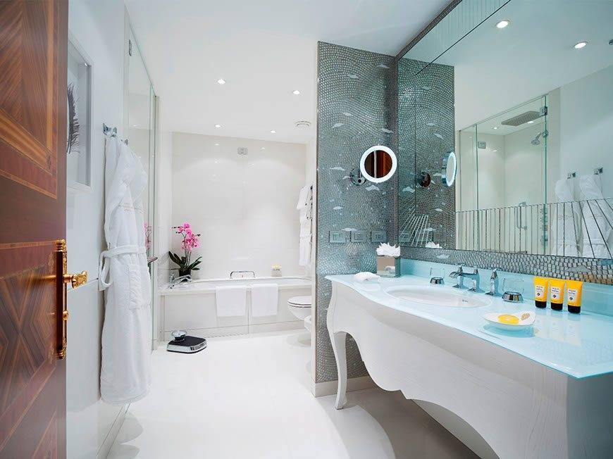 5-Ambassador-Suite-Bathroom