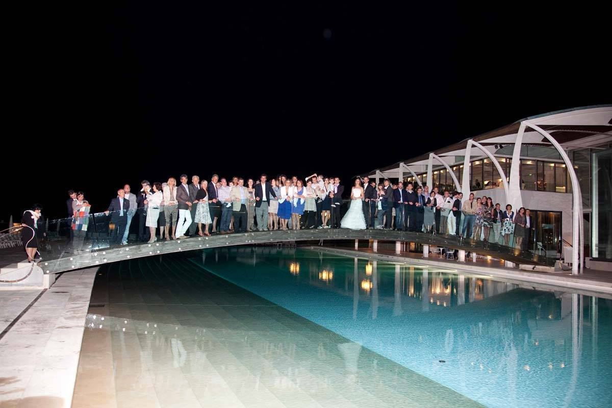 Everybody-on-the-pool-bridge