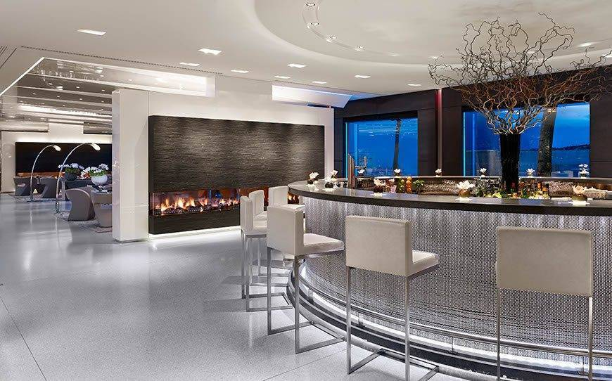 Glow-bar-at-night-Hotel-President-Wilson-a-Luxury-Collection-Hotel-Geneva
