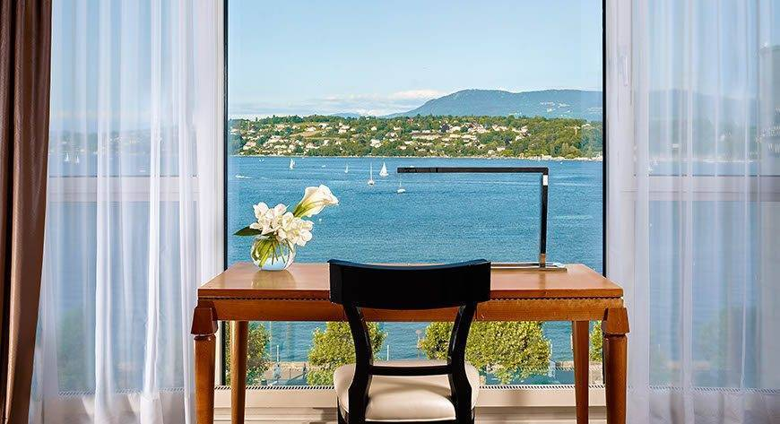 Junior-Leman-Suite-Desk-area-with-lake-view-Hotel-President-Wilson-a-Luxury-Collection-Hotel-Geneva