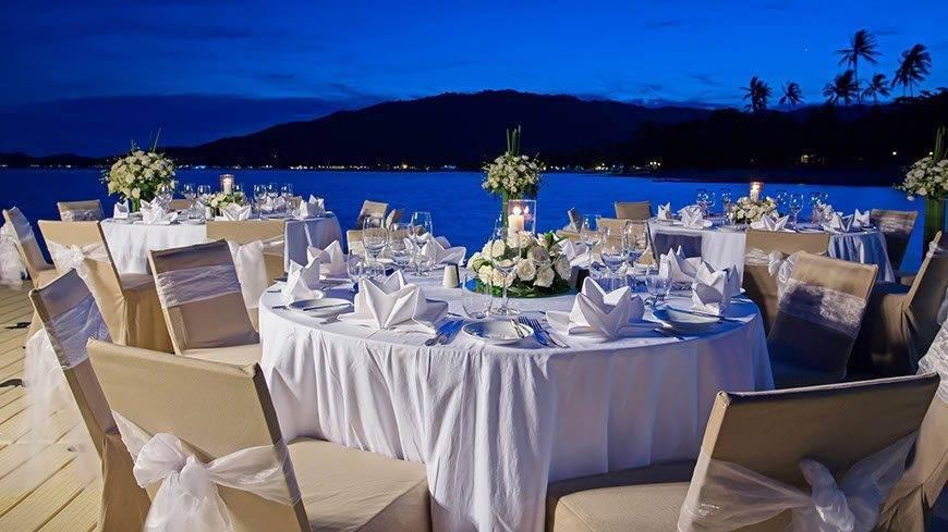 Le Me%CC%81ridien Koh Samui Resort Spa Dinner set up at Ocean Pier - Luxury Wedding Gallery