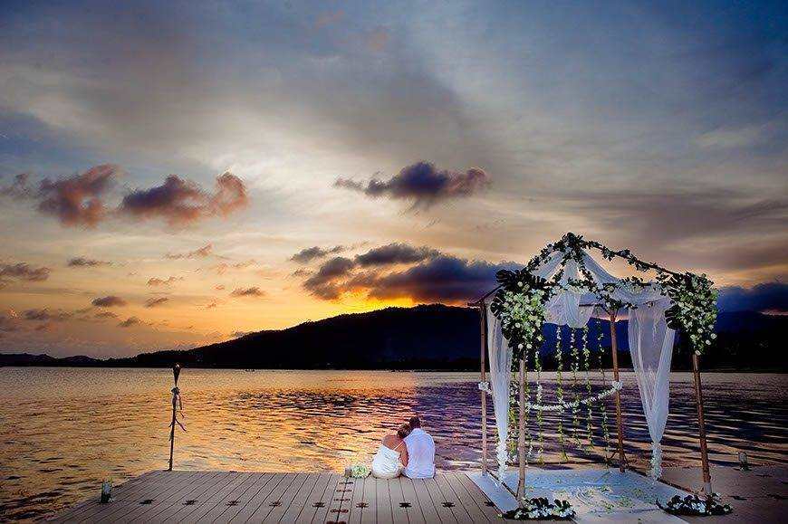 Le-Méridien-Koh-Samui-Resort-Spa-Sunset-at-Ocean-Pier
