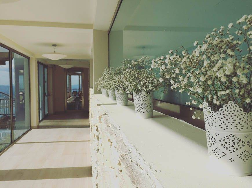 MCS entrance flowers - Luxury Wedding Gallery
