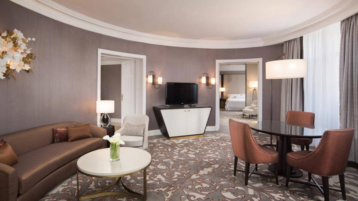 New-gallery-Executive-Living-Room-2-The-Westin-Palace-Madrid-1600x900