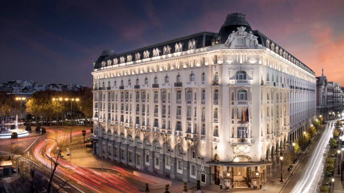 New-gallery-Facade-during-the-night-The-Westin-Palace-Madrid-1600x900