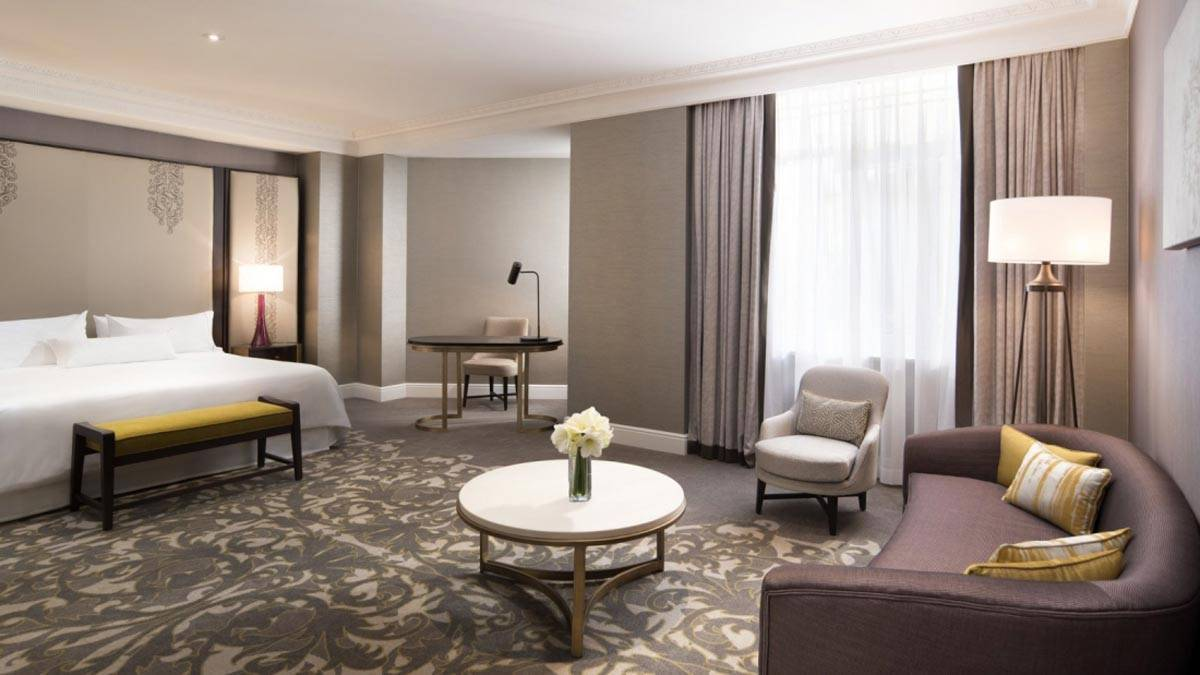 New-gallery-Junior-Suite-bedroom-The-Westin-Palace-Madrid-1600x900
