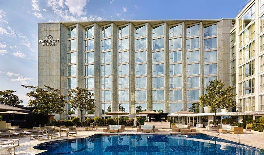 Pool and Pool Bar Hotel President Wilson a Luxury Collection Hotel Geneva low - Luxury Wedding Gallery