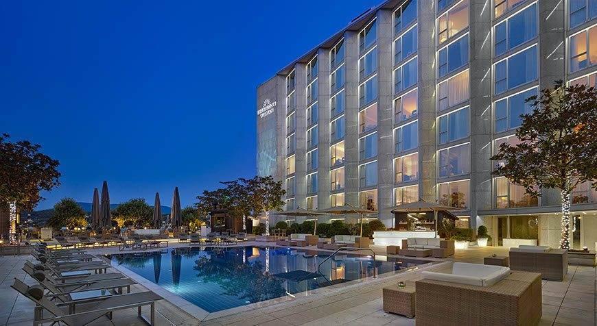 Poolgarden-terrace-at-twilight-Hotel-President-Wilson-a-Luxury-Collection-Hotel-Geneva