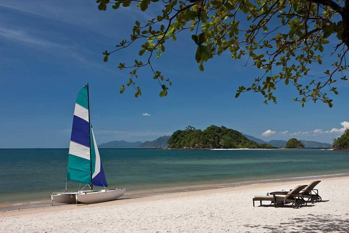 The-Andaman-Resort-Beach-Datai-Bay