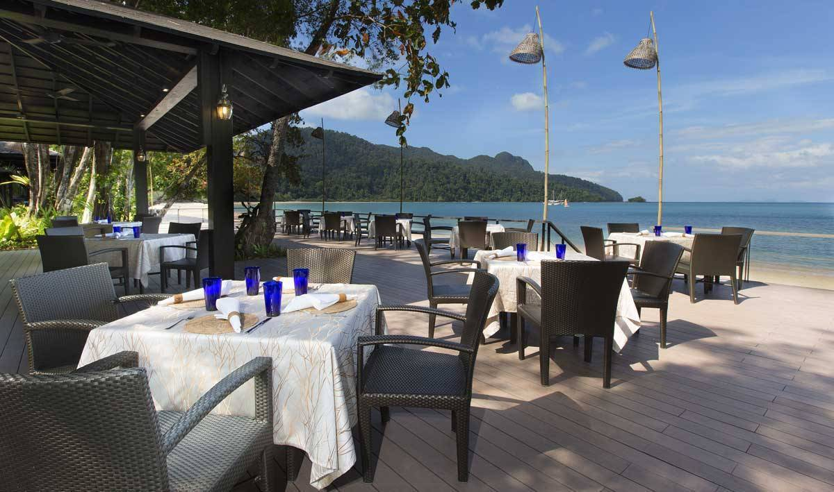 The-Andaman-Resort-Restaurant-Outlet-Tepian-Laut