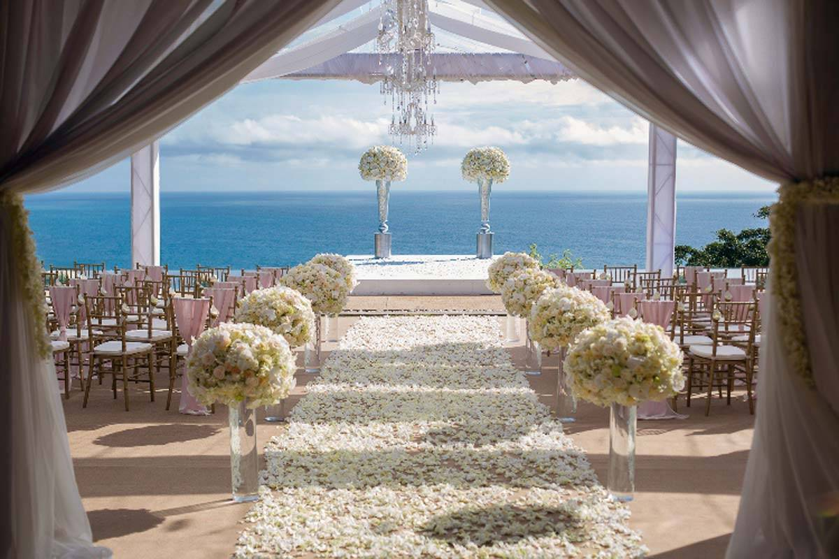 WB-Thailand_grand-wedding-ceremony-with-ocean-backdrop-1