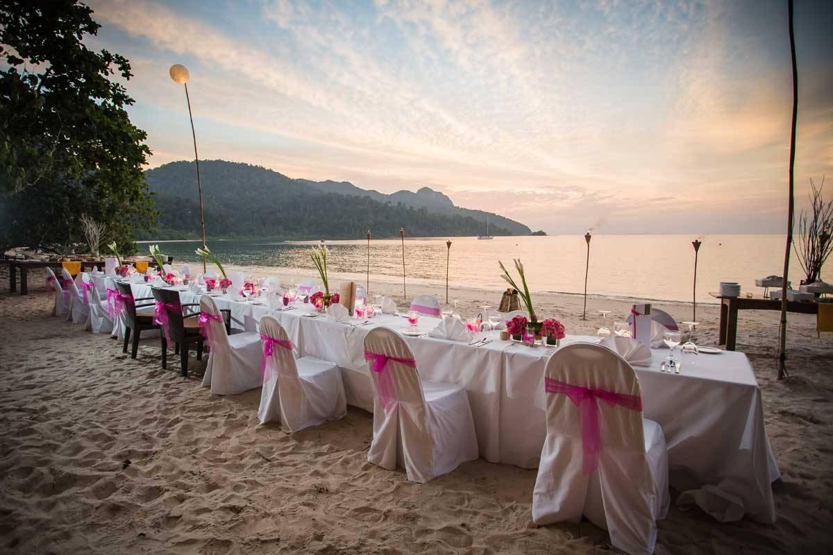 Wedding-Reception-at-Beachfront