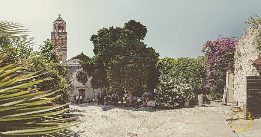 ancient-courtyard-in-Hvar-for-a-private-wedding-ceremony