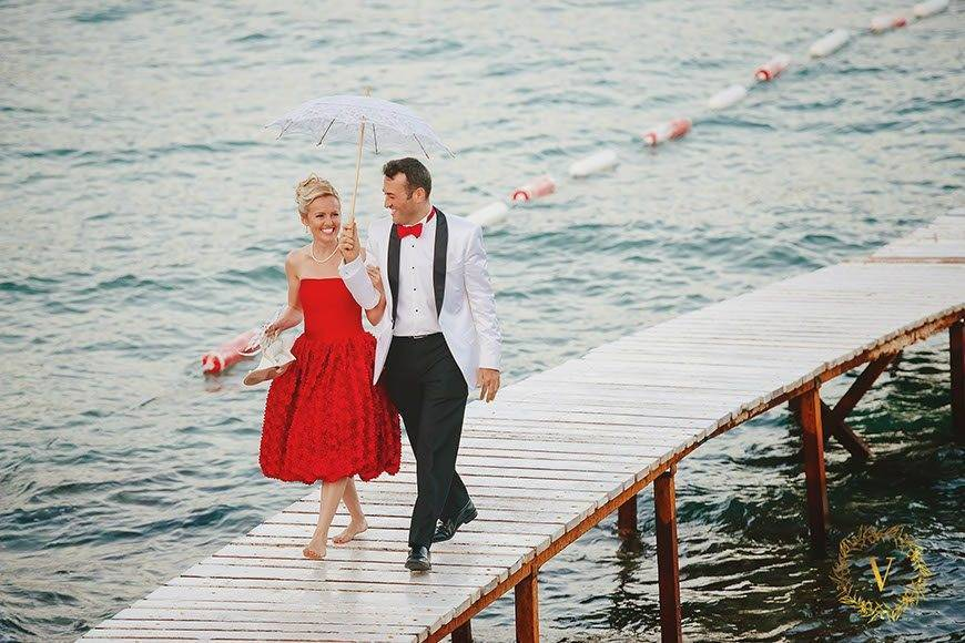arriving-together-for-a-beach-wedding