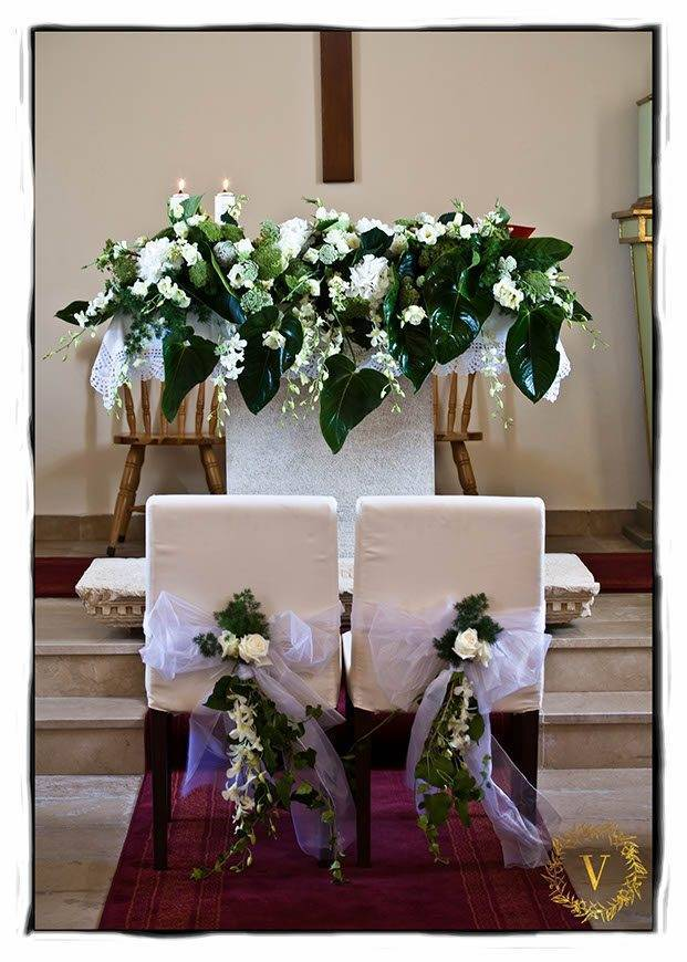 beauiful-altar-decorations-for-Kia-and-Fred-wedding-on-Solta-island